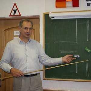 преподаватель автошколы лидер